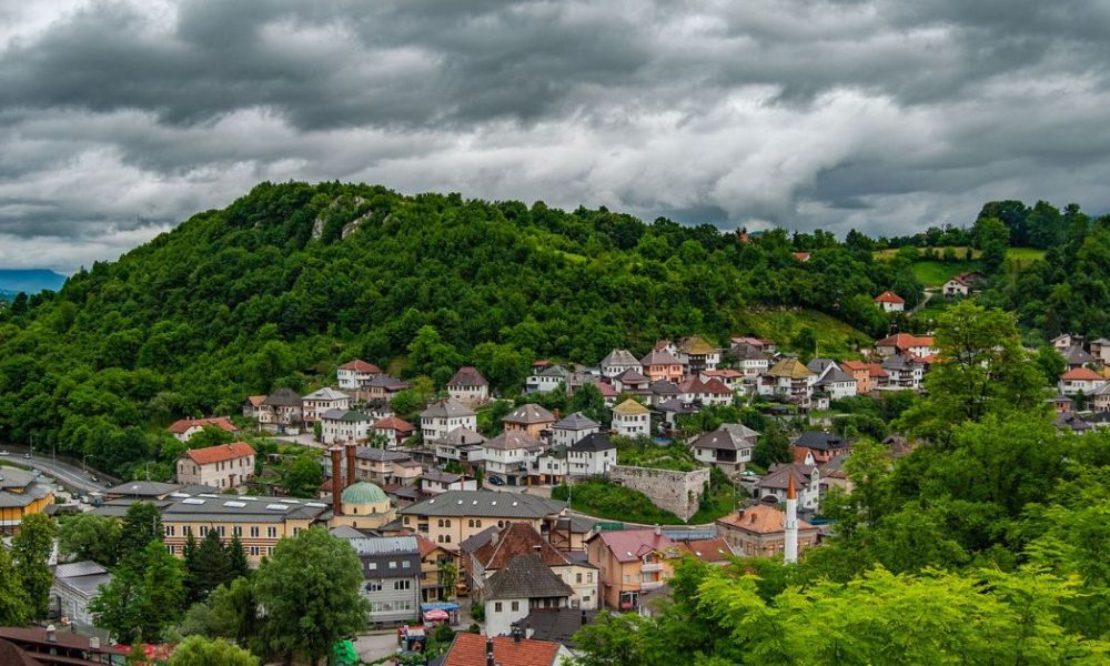 2020: Das schwierige Covid-19-Jahr auf dem Westbalkan. Eine erste Bilanz der sozio-ökonomischen und gesellschaftspolitischen Entwicklungen und Trends 2020: The Difficult Covid-19 Year in the Western Balkans. Taking Stock of Socio-economic Developments and Political Trends